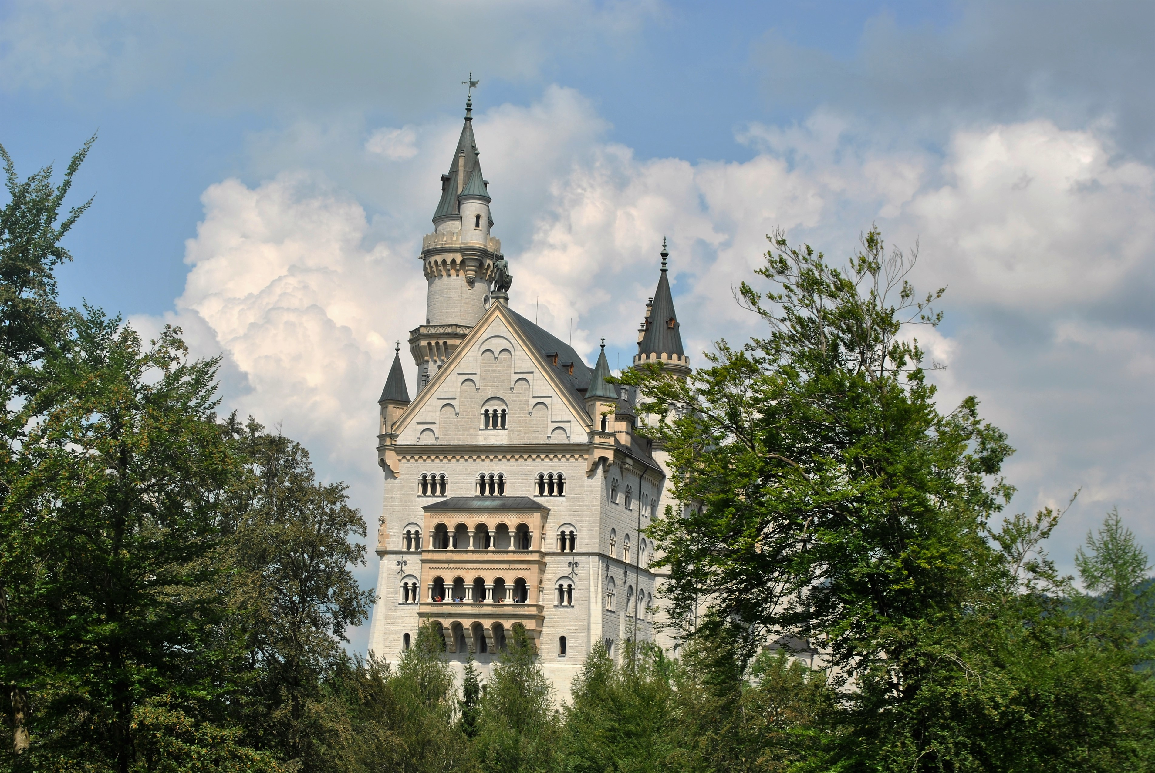 external image III_Neuschwanstein%20Castle,%20Germany%20(2).JPG