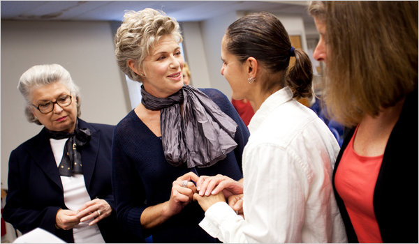 tillman gay personals Actress kelly mcgillis weds longtime girlfriend by us weekly staff leis was a bartender at a restaurant owned by mcgills and her second husband fred tillman.